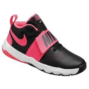 LIKE NEW NIKE Girls Hustle Basketball Shoes 3.5